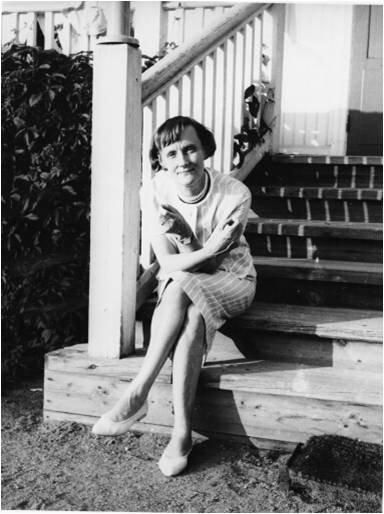Astrid Lindgren at the stairs of her childhood home at Näs.
