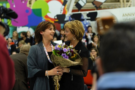 Isol herself were not presenta at the fair, Veronica Mendoza from the Guadalajara Book Fair in Mexico (where Isol's publishing house is situated) received flowers from the Swedish Minister for Culture, Lena Adelsohn Liljeroth.