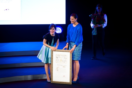 HRH Crown Princess Victoria presents the Award to Isol at the Award Ceremony on May 27. Photo: Stefan Tell.