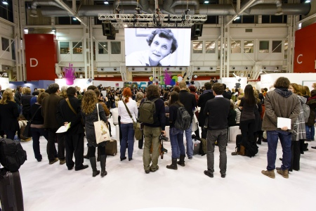 Announcement of last year's laureate Isol at the Bologna Children's Book Fair. Photo: Stefan Tell