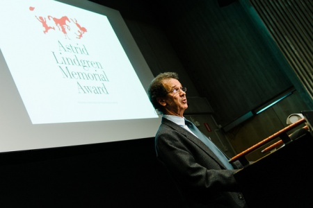 Larry Lempert, jurychairman, announces the new laureate! Photo: Stefan Tell