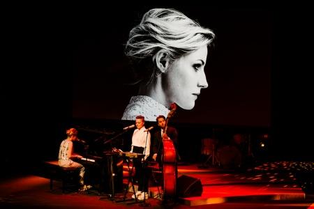 Edda Magnason and her band.