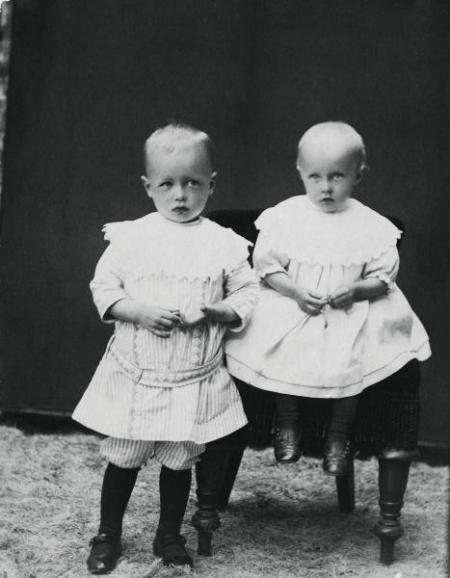 Astrid together with her brother Gunnar in 1909. The Astrid Lindgren collections.