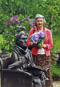 Katherine Paterson at the Astrid Lindgren sculpture during the 2006 Award week.
